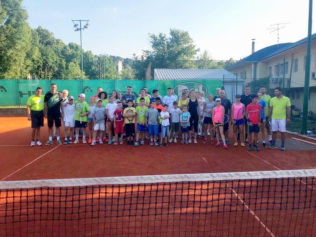 Deo ekipe teniskog kluba Dril